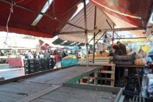 Zona rossa, a Napoli il mercato di Antignano apre per protesta: le bancarelle senza merce