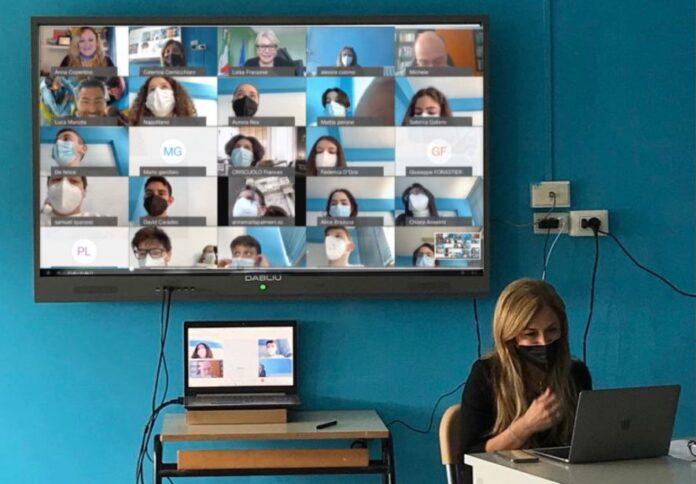 Aula Apple, presentazione: la tecnologia cambia l'istruzione