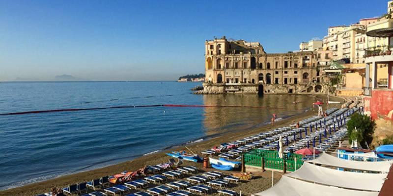 Napoli, off-limits le vie di accesso alle spiagge di Posillipo e Bagnoli nelle festività pasquali