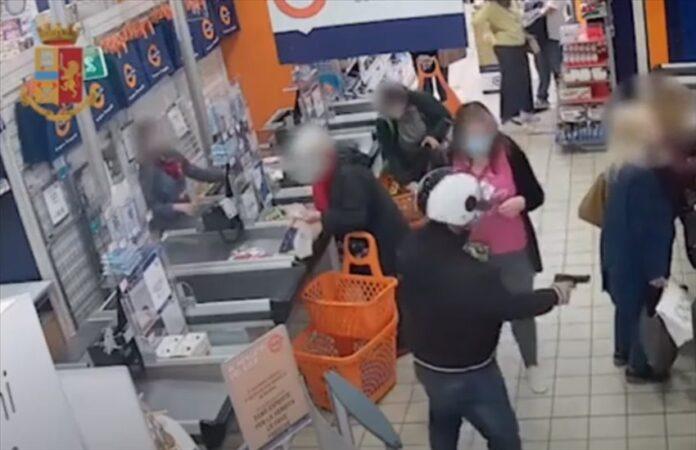 Fuorigrotta e Soccavo, arrestato rapinatore di supermercati