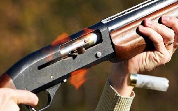 Volla, litiga col figlio e spara col fucile colpendo nipote