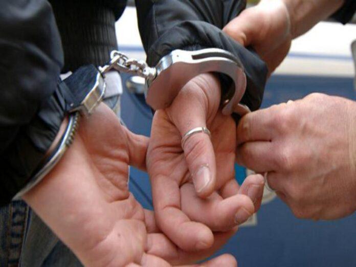 Fuorigrotta, evade dai domiciliari e aggredisce i poliziotti