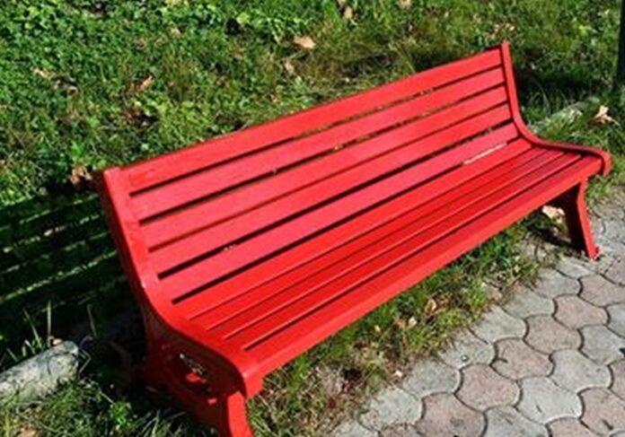 Panchina rossa domenica 9 maggio in via Luigi Rizzo