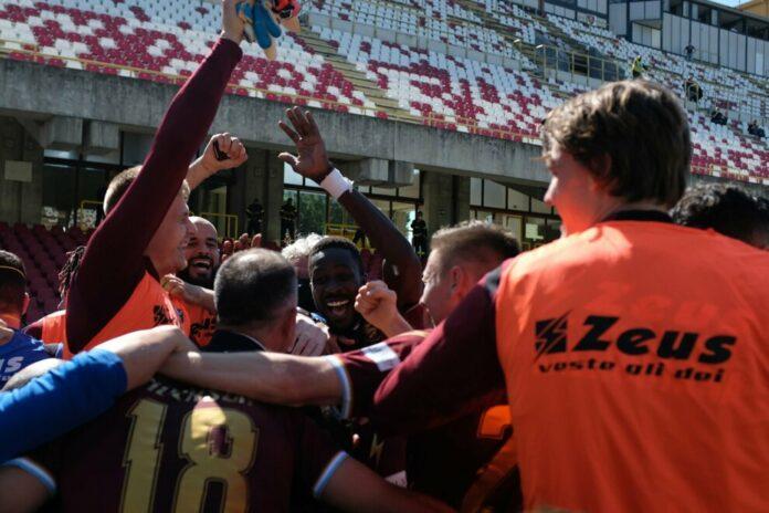 Salernitana batte il Pescara e torna in Serie A dopo 23 anni