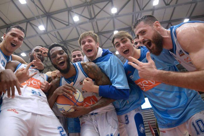 Gevi Napoli basket batte Udine e torna in Serie A