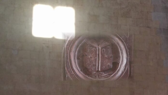 Maschio Angioino Libro di luce