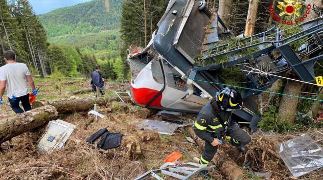 Funivia Mottarone, il video dell'incidente: la cabina si impenna e torna indietro