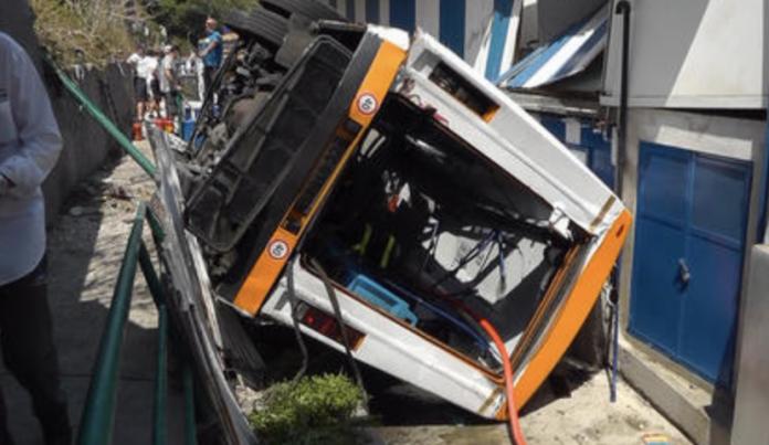 Capri, incidente minibus