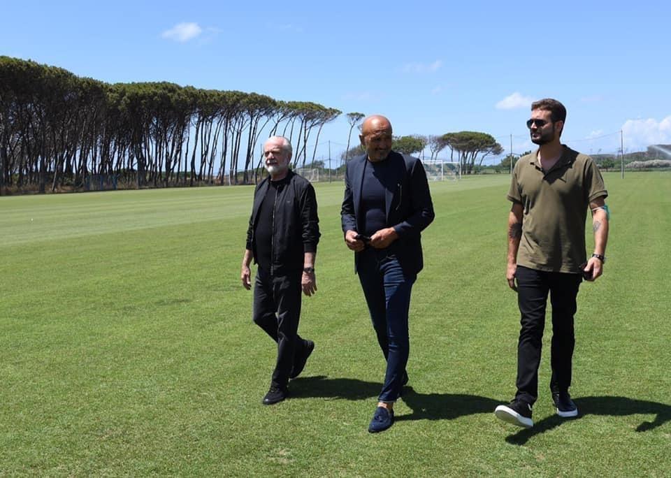 """Spalletti a Napoli canta con i tifosi: """"Sarò con te"""""""
