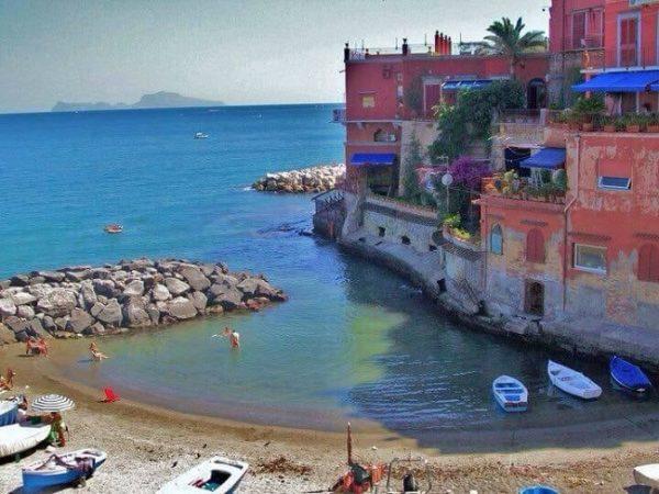 Spiaggia delle Monache a Posillipo: come prenotare