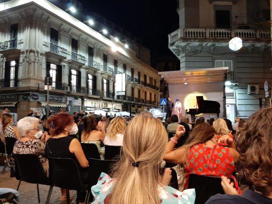 """Il """"Piano B"""" di Alexander Romanovsky in recital a piazza Calenda"""