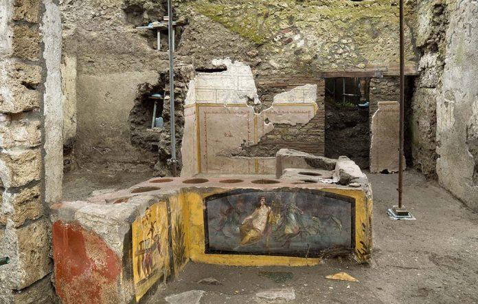 Pompei, apre al pubblico l'antica tavola calda della Regio V