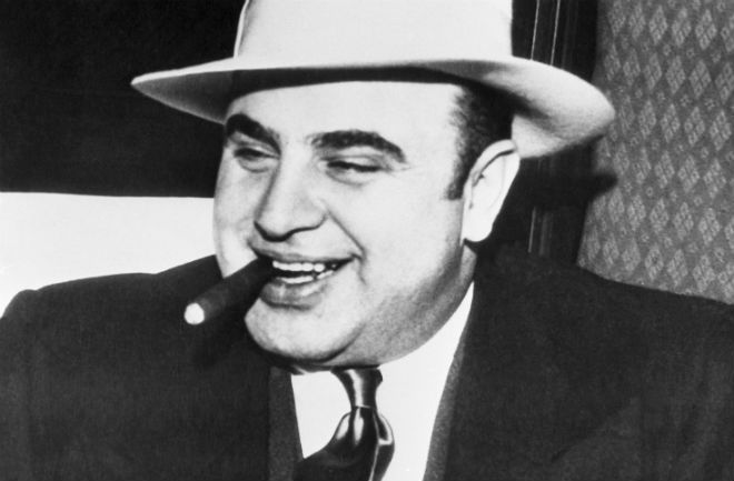 All'asta i cimeli di Al Capone: armi, foto, lettere e letto