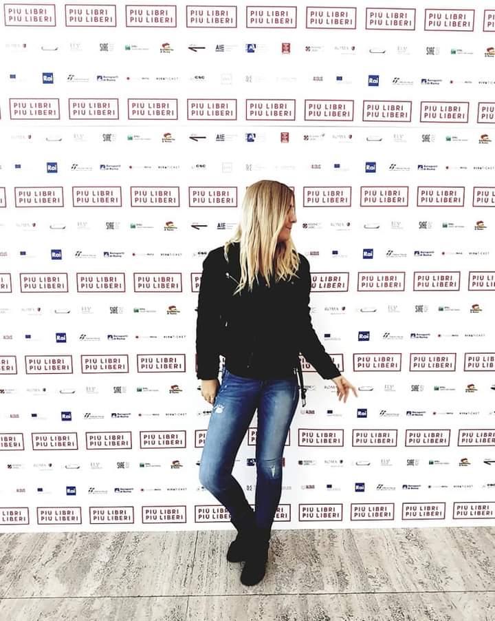 """Le recensioni di RoadTv Italia: """"La normalità è sopravvalutata"""", di Katiuscia Girolametti"""