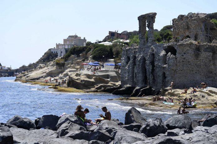 Napoli, torna balneabile il mare di via Partenope e Marechiaro