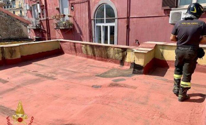 Napoli, crolla il solaio di un palazzo: evacuate 12 famiglie