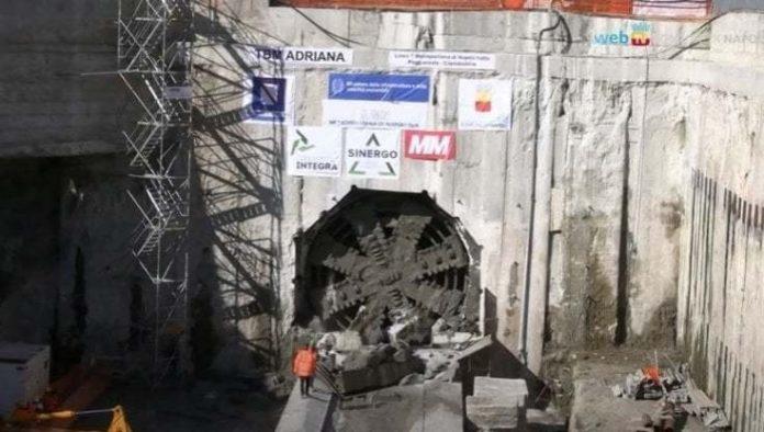 Metropolitana di Napoli, operaio 59enne muore in cantiere