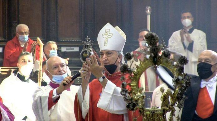 San Gennaro, si ripete miracolo: sangue sciolto alle 10.01