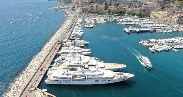Napoli, le pignorano lo yacht ma lei simula il furto