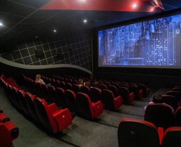 Cinema, teatri e discoteche: da oggi nuove regole