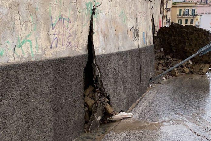 Maltempo, danni nell'area Flegrea: crollo a Pozzuoli